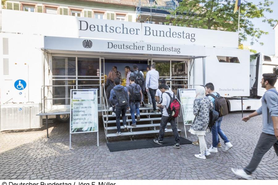 infomobil des deutschen bundestages in helmstedt spd ub helmstedt. Black Bedroom Furniture Sets. Home Design Ideas